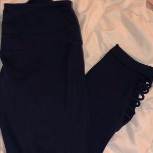 Navy blue Zella cropped leggings w/cut outs